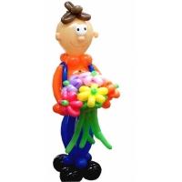 """Фигура из шаров """"Паренёк с цветами"""""""