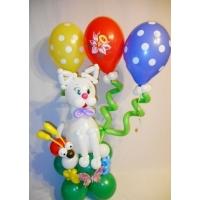 """Фигура из шаров """"Котёнок на подставке"""""""